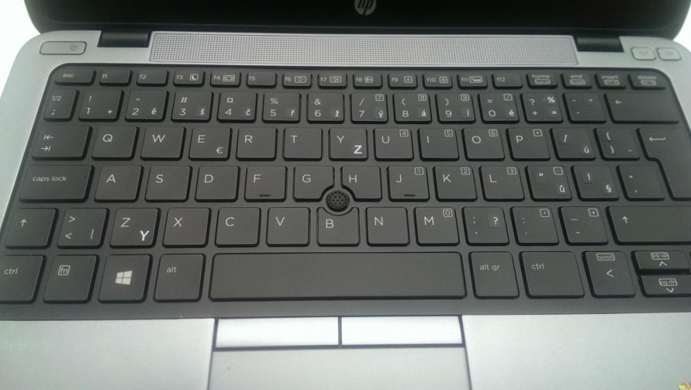 Počeštěná klávesnice přelepkami