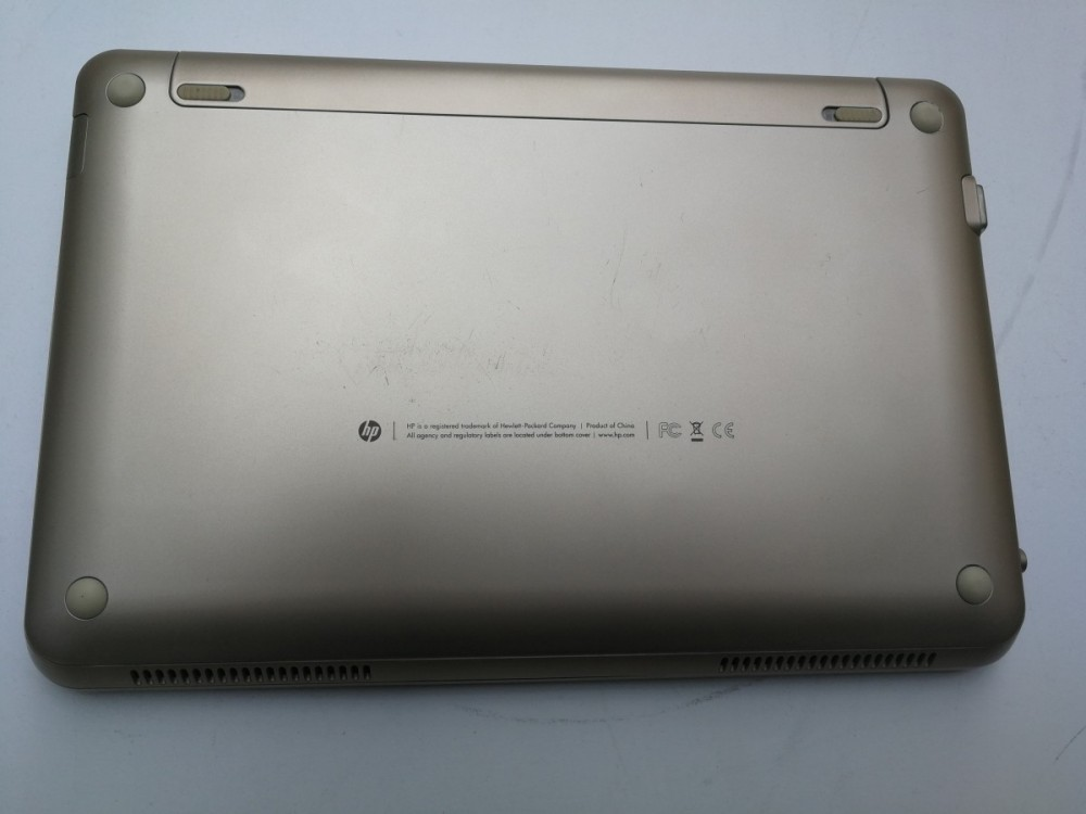 Netbook HP Mini 210 Vivien Tam Edition č.6